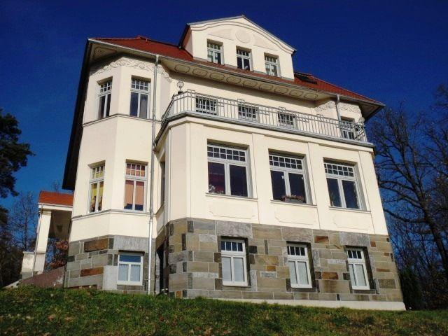 WOHNEN am LANDSCHAFTSSCHUTZGEBIET in einer Denkmal- Villa