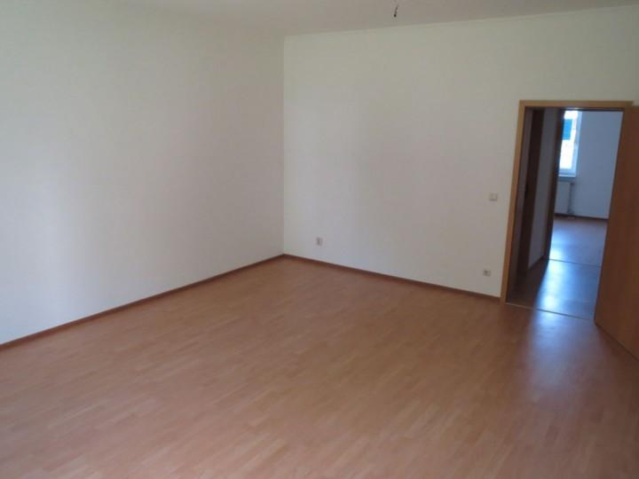 praktisch geschnittene 2- Zimmer WE in Plauen zu vermieten